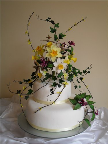 Daffodils and Daphne Wedding Cake